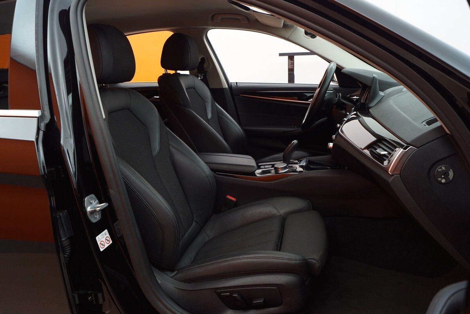 Musta Sedan, BMW 520 – EXP-5828, kuva 11