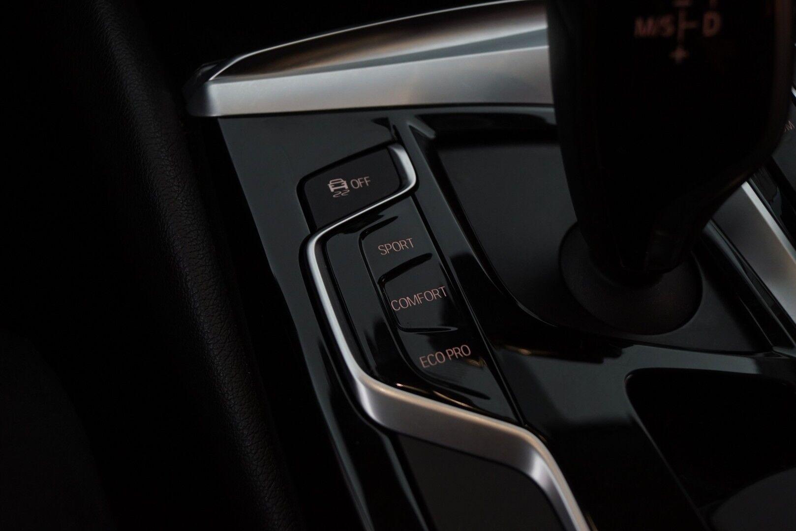 Musta Sedan, BMW 520 – EXP-5828, kuva 17