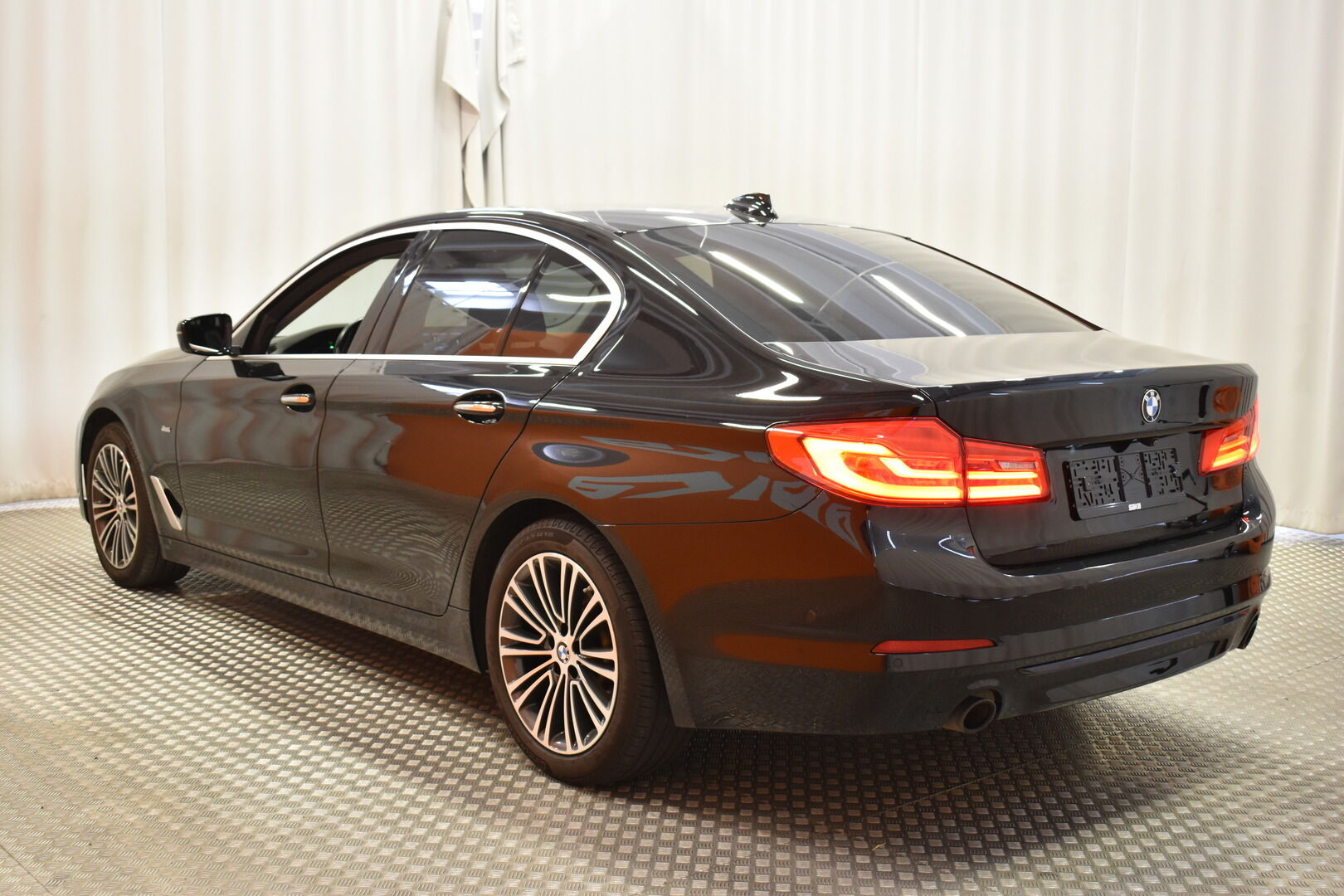 Musta Sedan, BMW 520 – EXP-5828, kuva 5