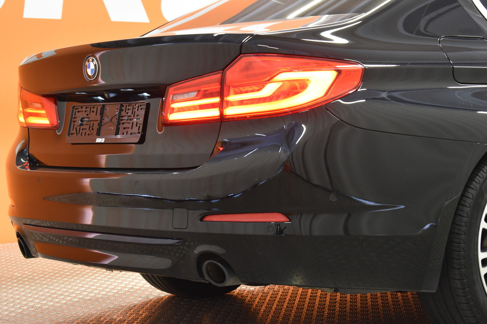 Musta Sedan, BMW 520 – EXP-5828, kuva 8