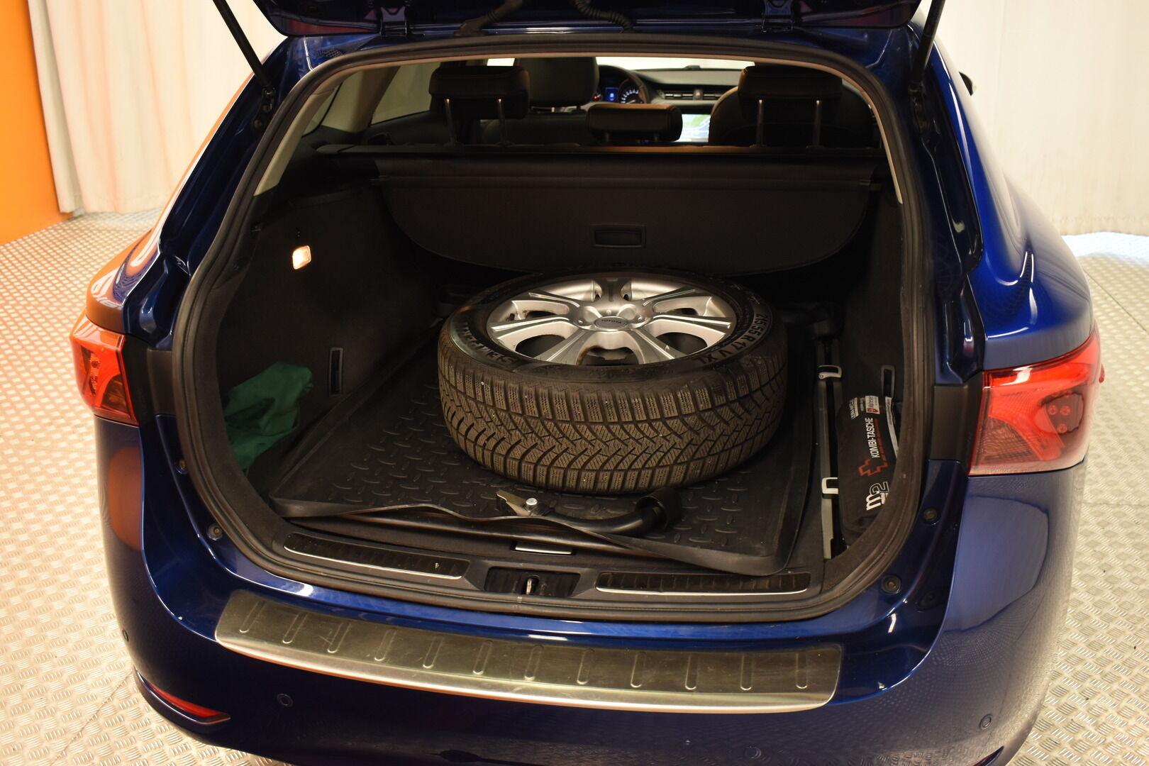 Sininen Farmari, Toyota Avensis – HER-7327, kuva 7
