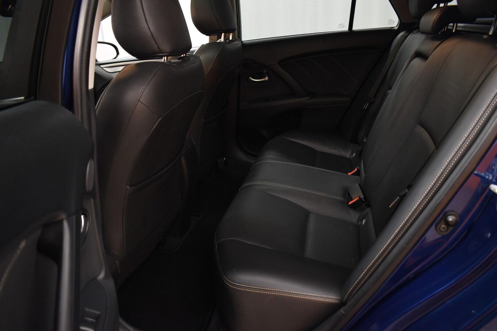 Sininen Farmari, Toyota Avensis – HER-7327, kuva 10