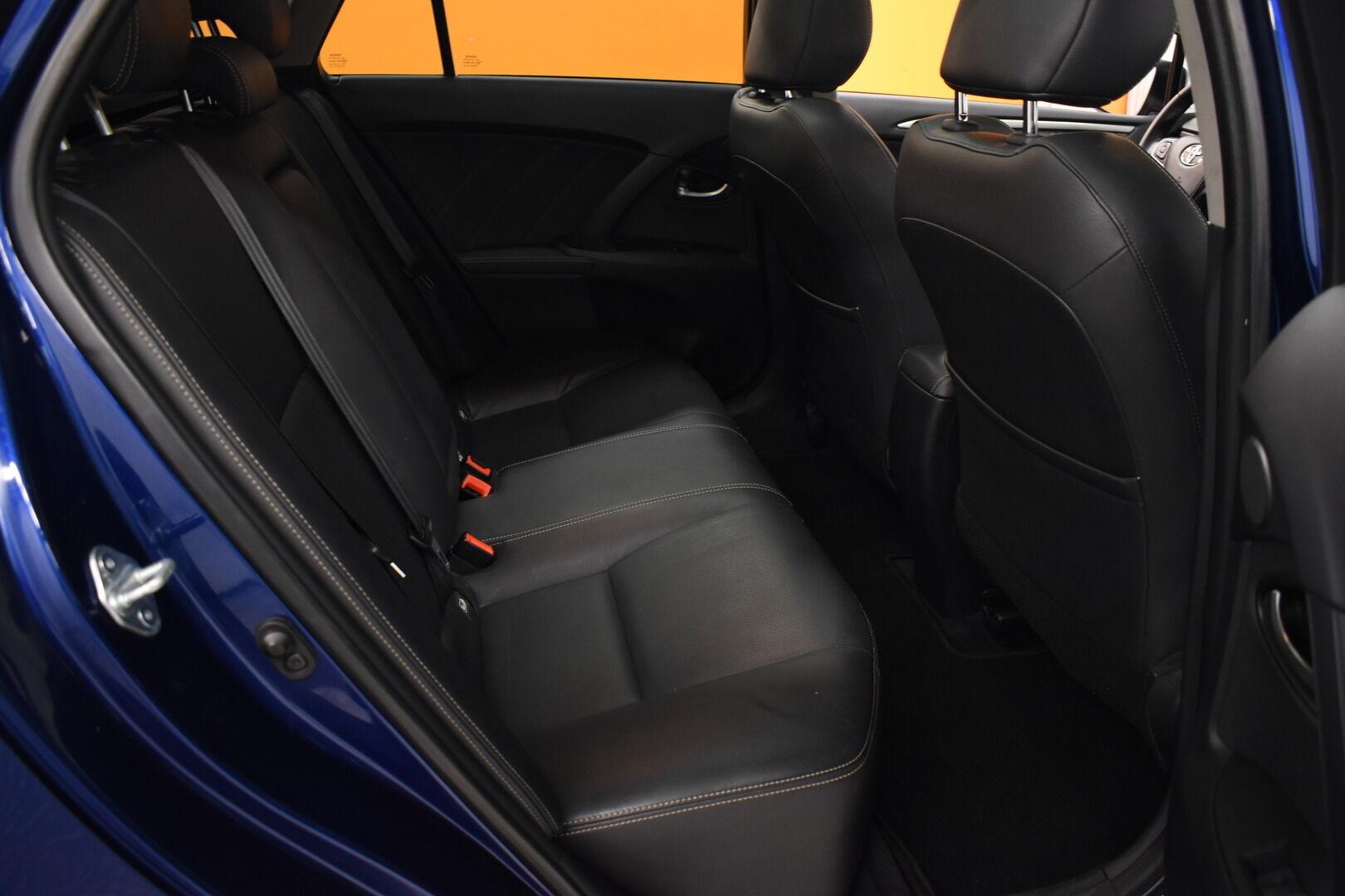 Sininen Farmari, Toyota Avensis – HER-7327, kuva 11