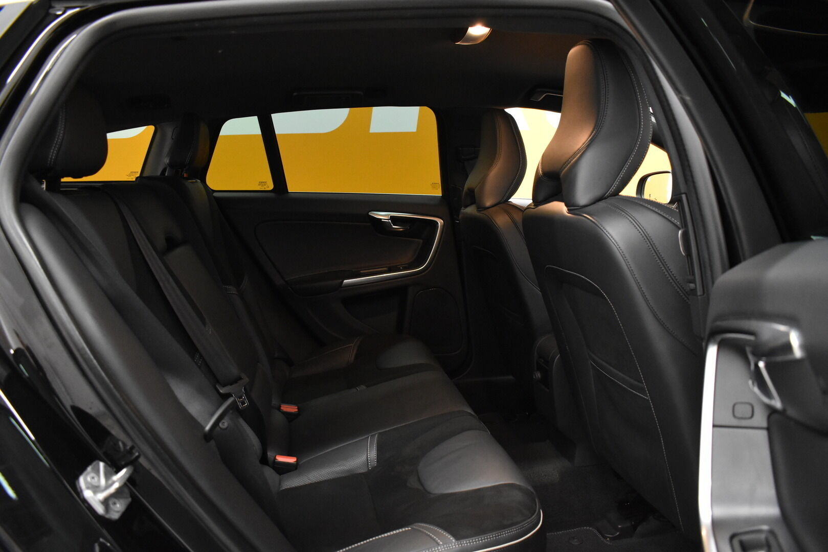 Musta Farmari, Volvo V60 – JÄR-93292, kuva 11