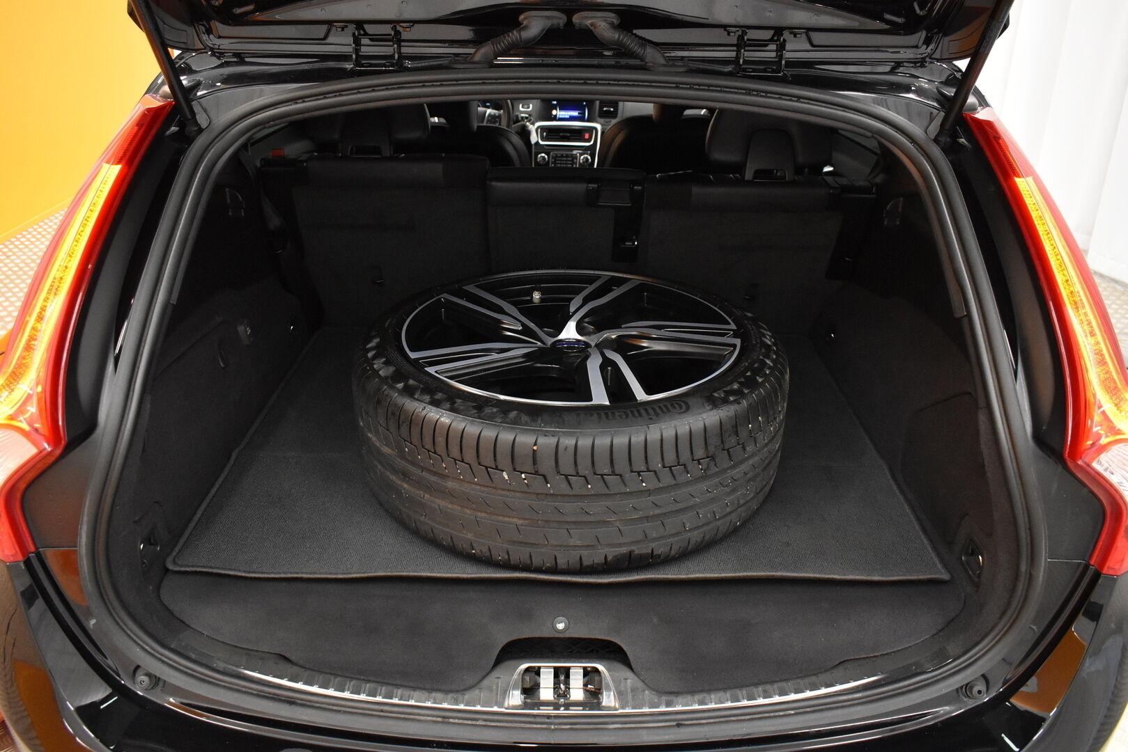 Musta Farmari, Volvo V60 – JÄR-93292, kuva 12