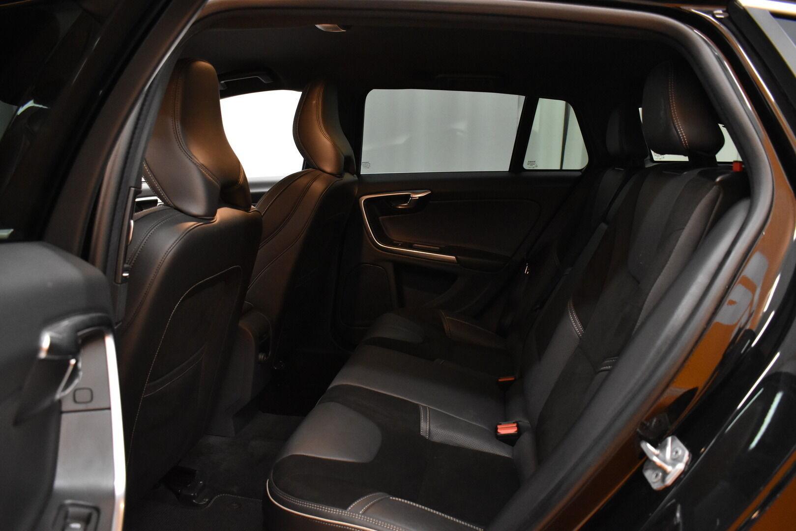 Musta Farmari, Volvo V60 – JÄR-93292, kuva 13