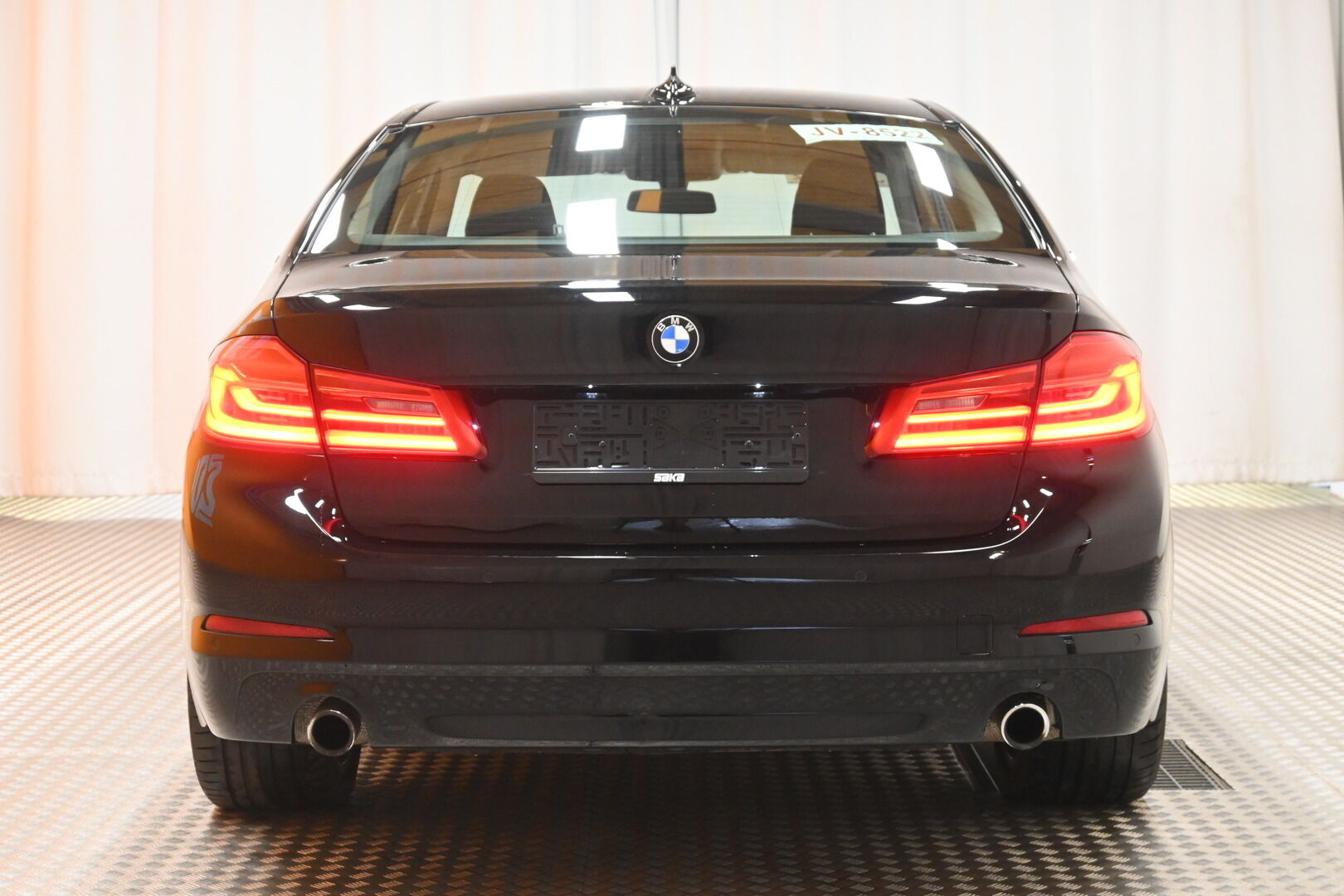 Musta Sedan, BMW 530 – KON-32251, kuva 5