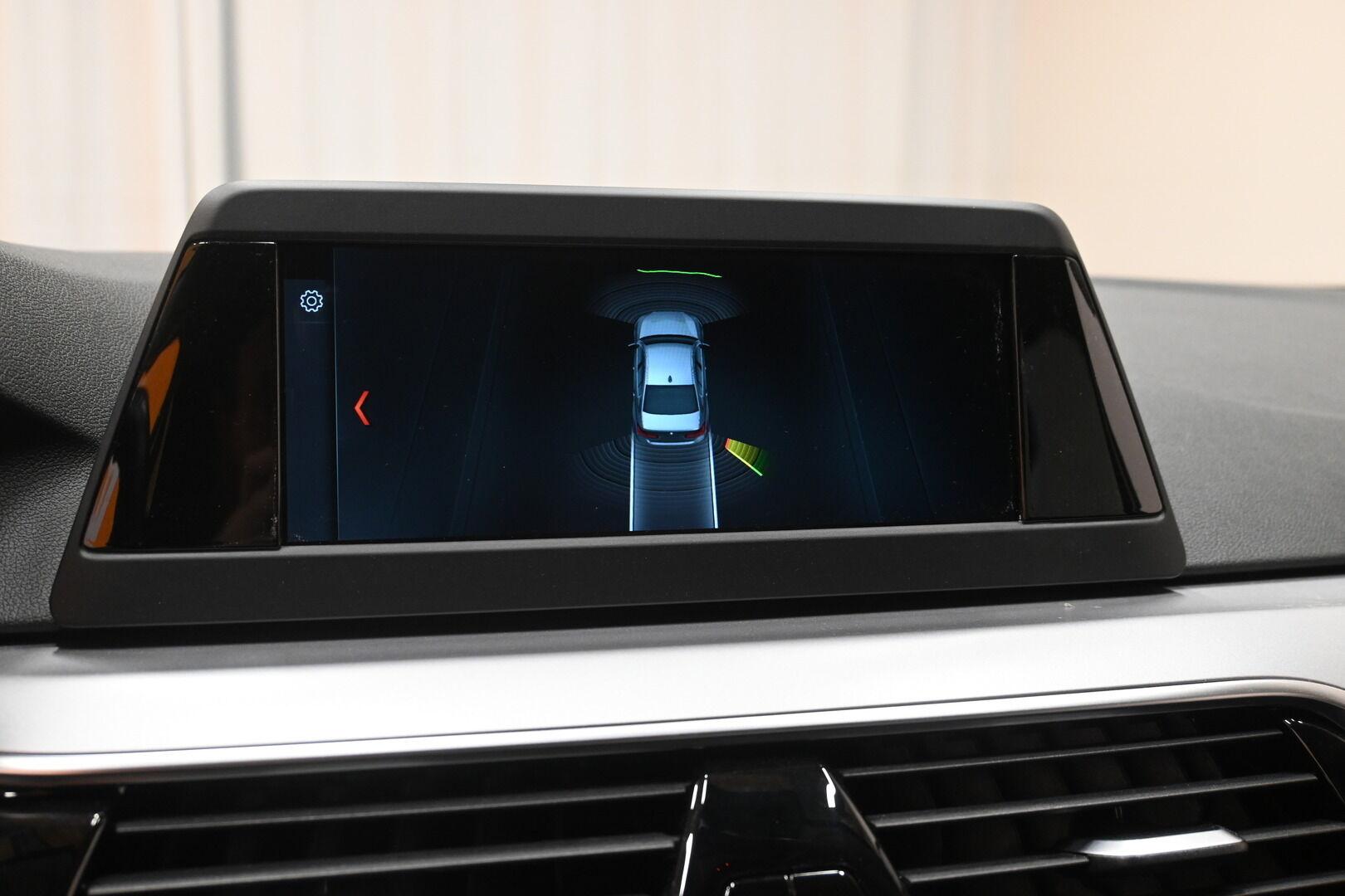 Musta Sedan, BMW 530 – KON-32251, kuva 19