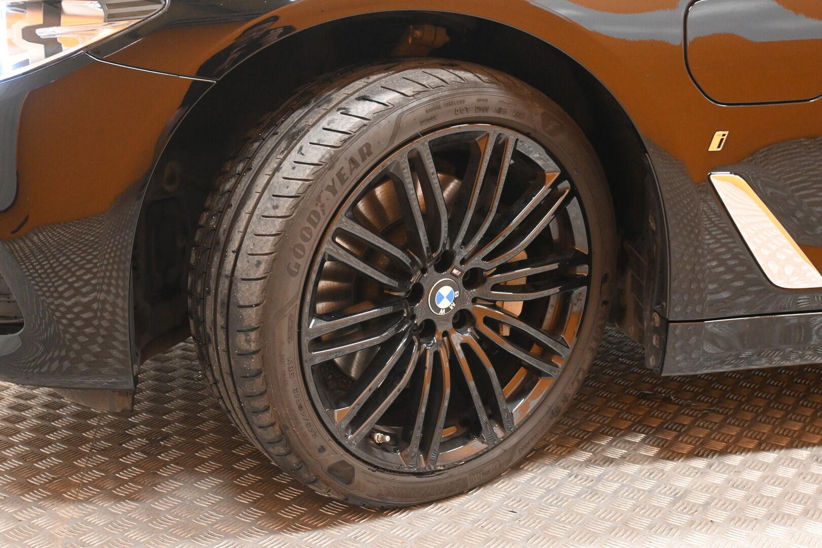 Musta Sedan, BMW 530 – KON-32251, kuva 21
