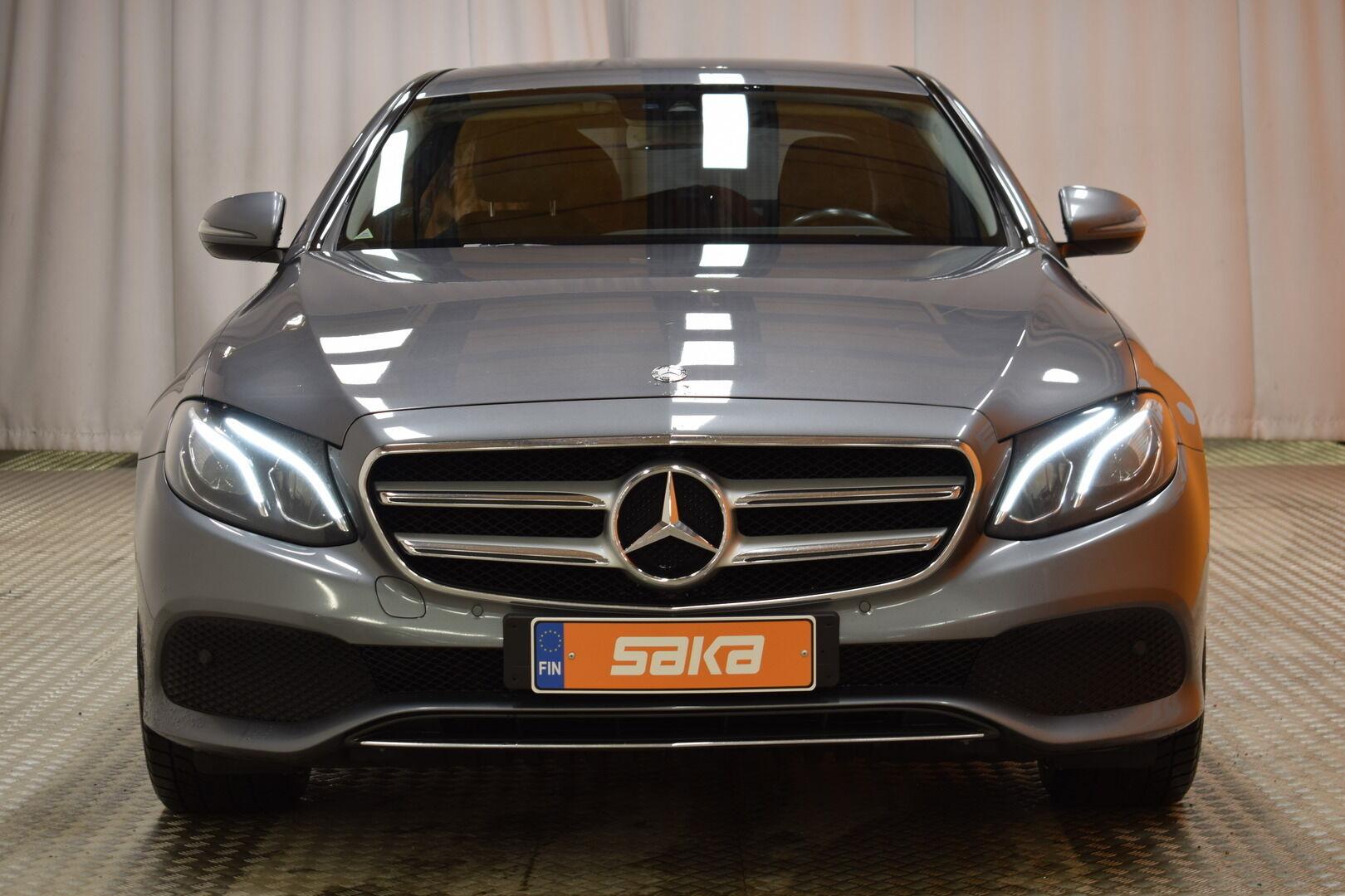 Harmaa Sedan, Mercedes-Benz E – KON-8903, kuva 2