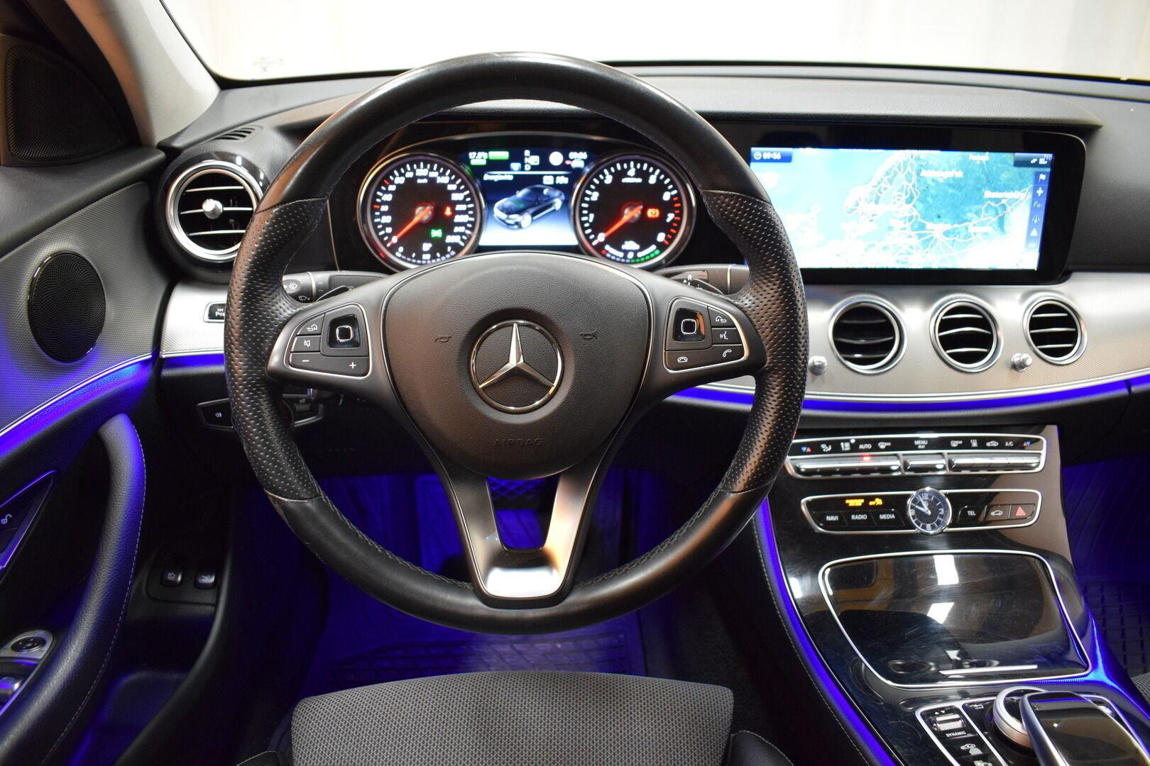 Harmaa Sedan, Mercedes-Benz E – KON-8903, kuva 12
