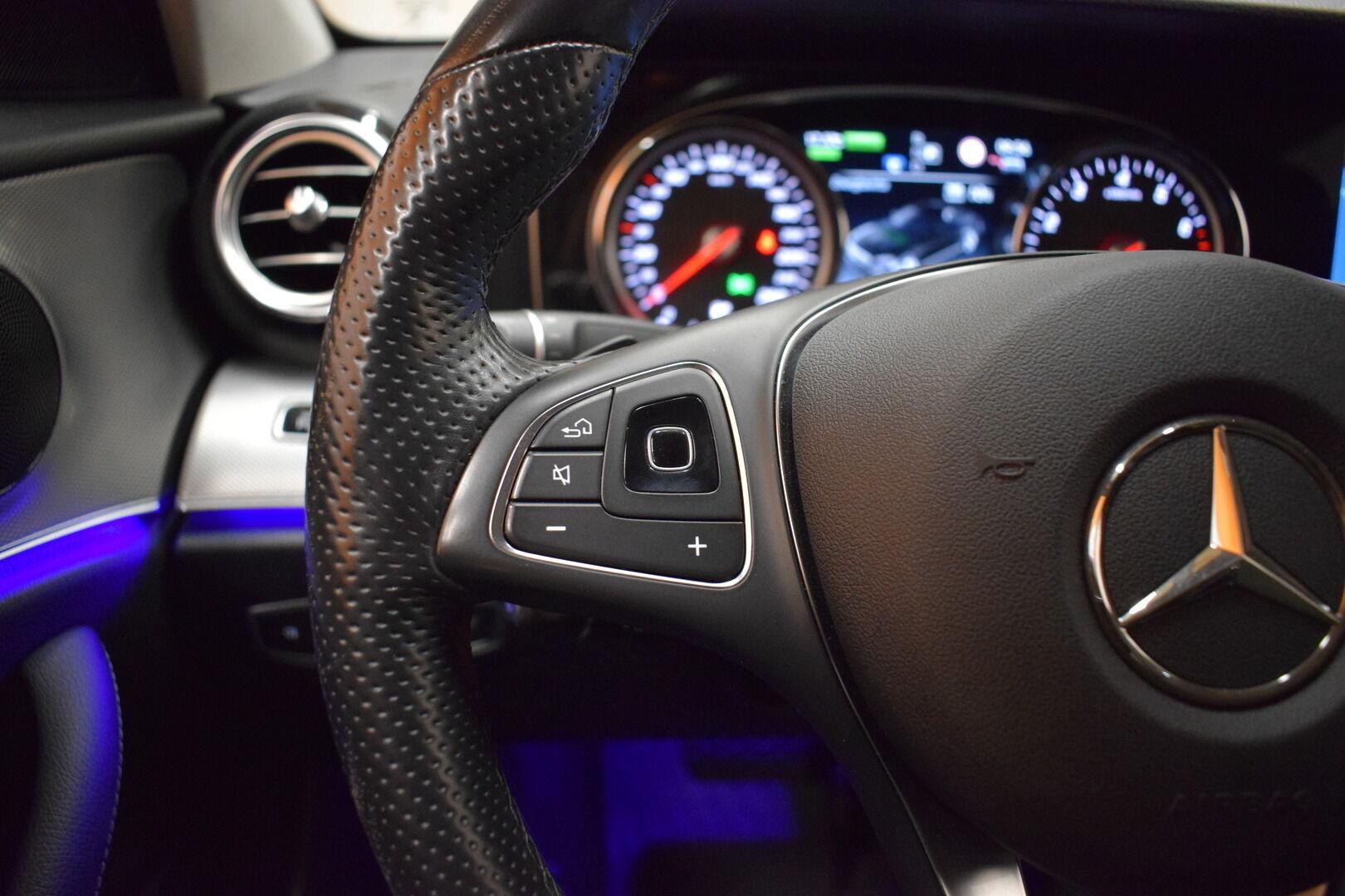 Harmaa Sedan, Mercedes-Benz E – KON-8903, kuva 13