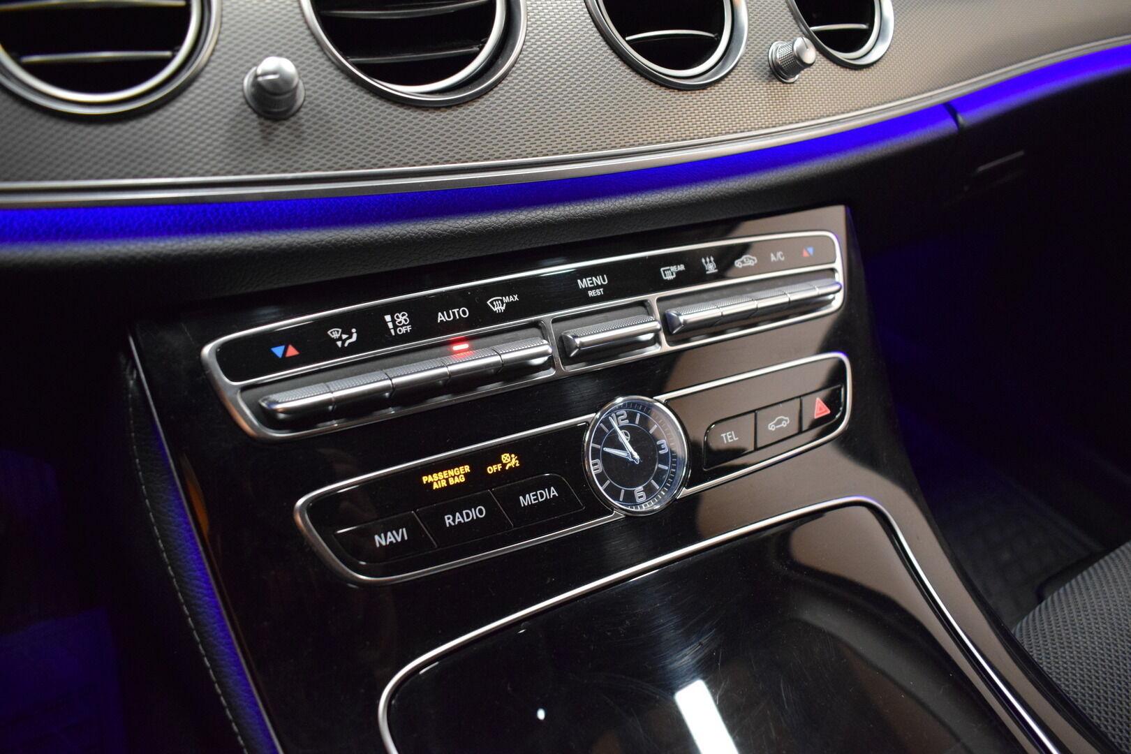 Harmaa Sedan, Mercedes-Benz E – KON-8903, kuva 18