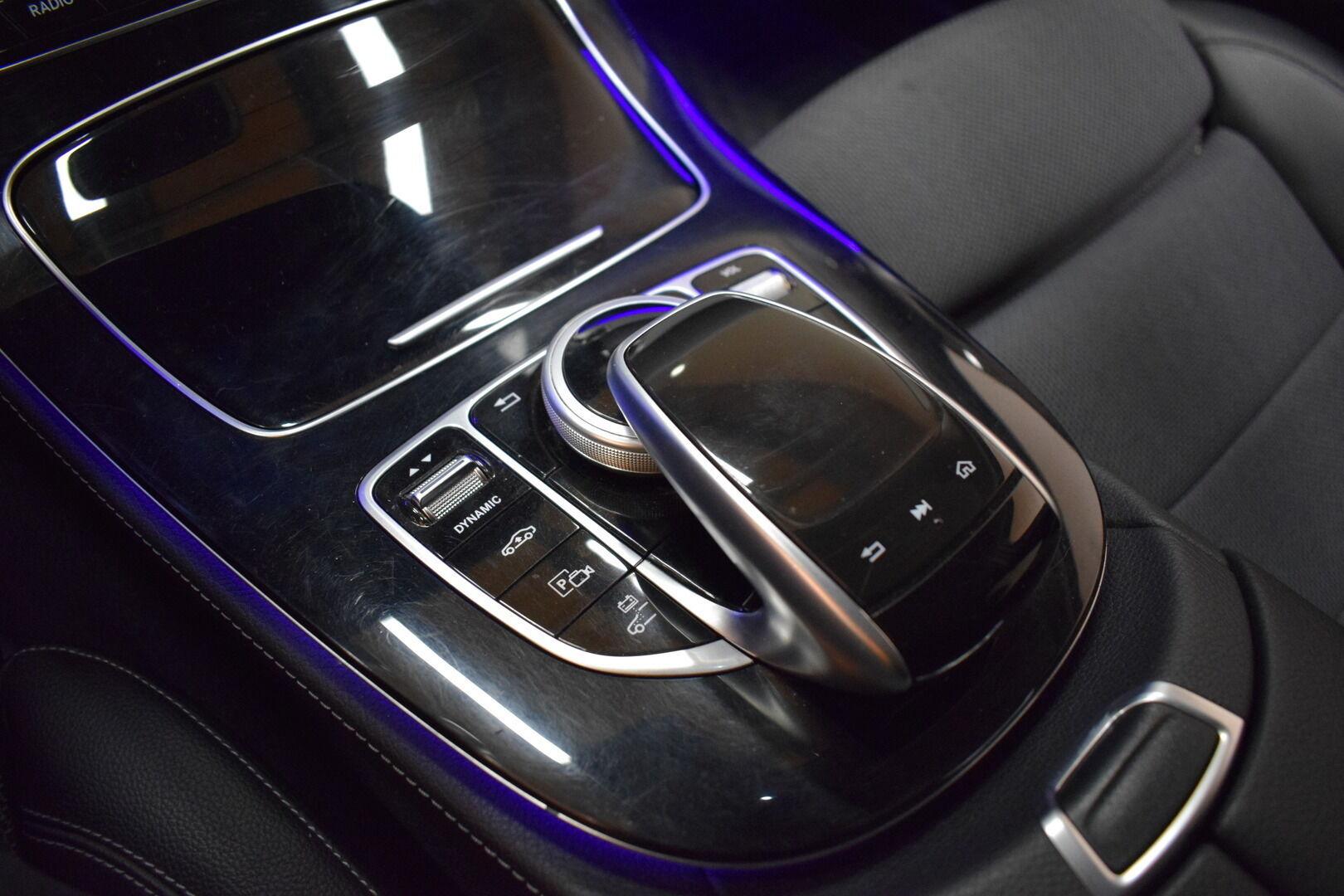 Harmaa Sedan, Mercedes-Benz E – KON-8903, kuva 19