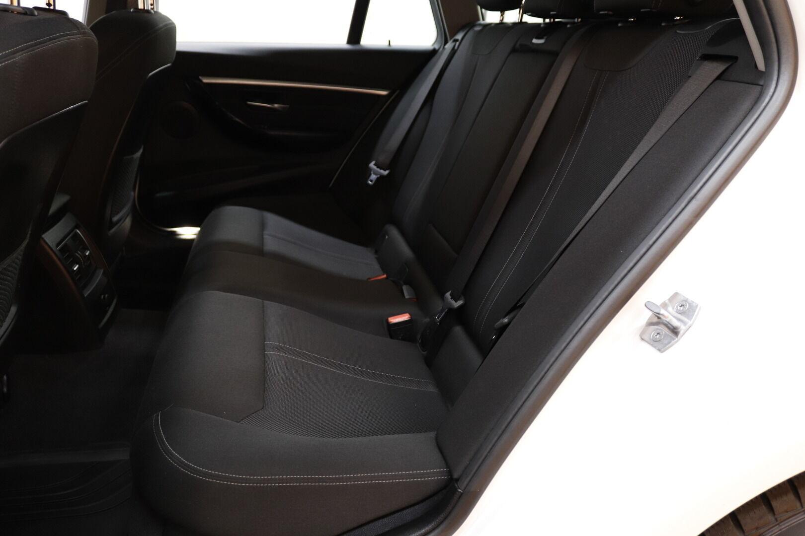 Valkoinen Farmari, BMW 320 – KUO-99506, kuva 12