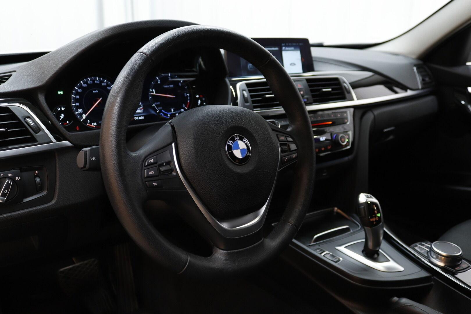 Valkoinen Farmari, BMW 320 – KUO-99506, kuva 13