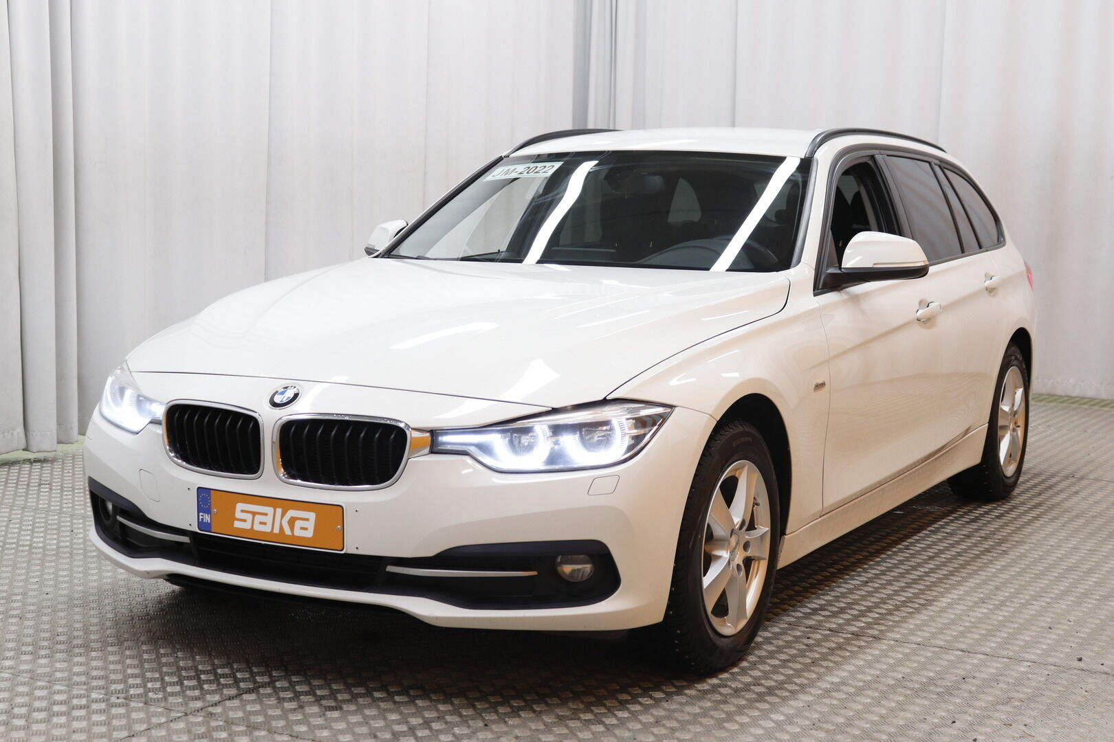 Valkoinen Farmari, BMW 320 – KUO-99506, kuva 4