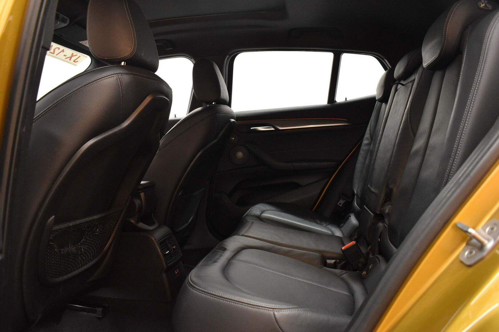 Keltainen Maastoauto, BMW X2 – LAH-64417, kuva 9