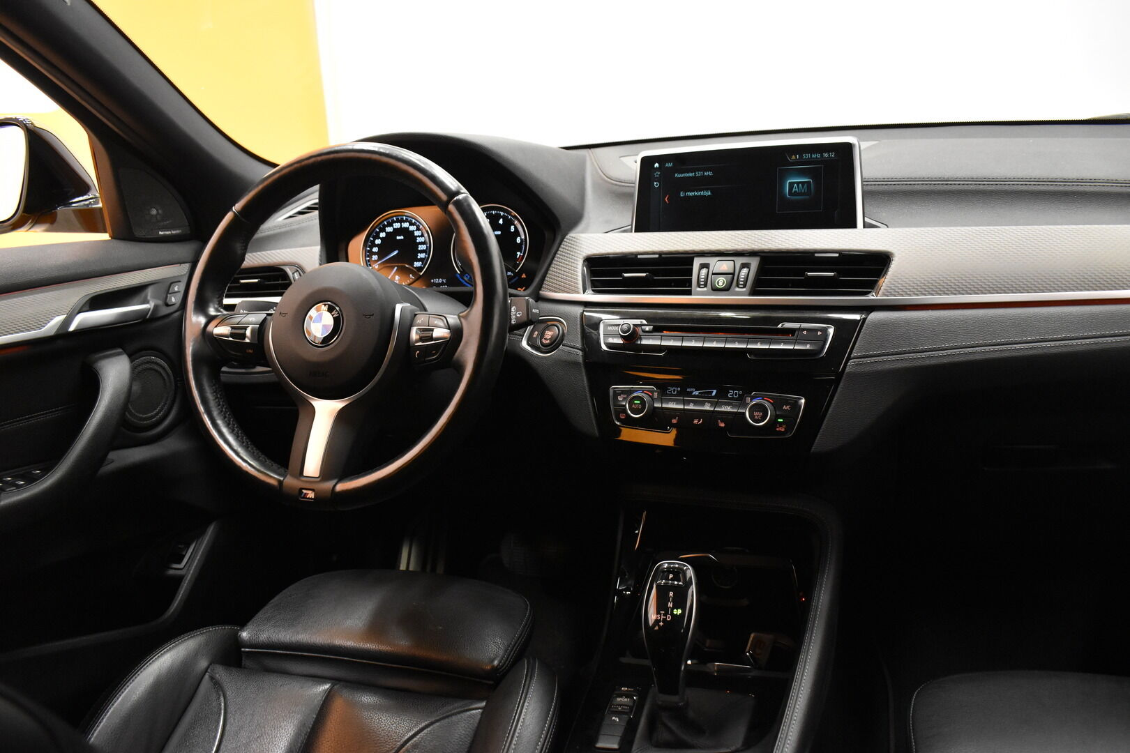 Keltainen Maastoauto, BMW X2 – LAH-64417, kuva 11