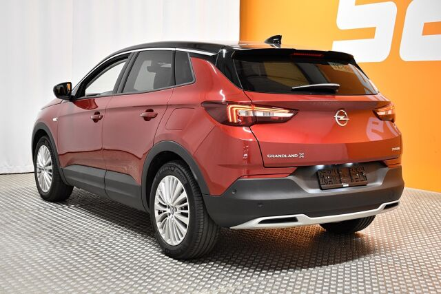 Punainen Maastoauto, Opel Grandland X – LEM-11287