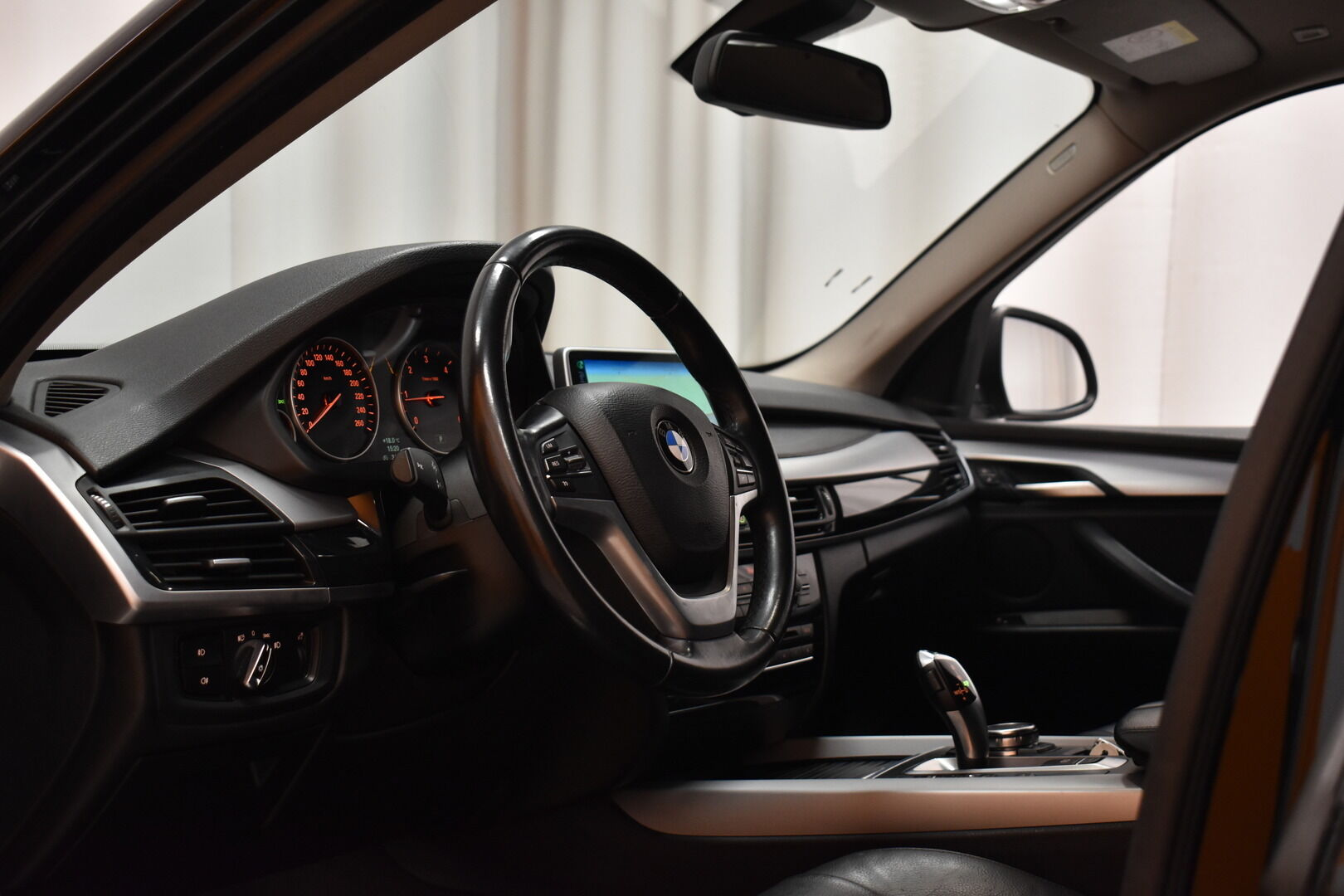 Musta Maastoauto, BMW X5 – LOH-812, kuva 12