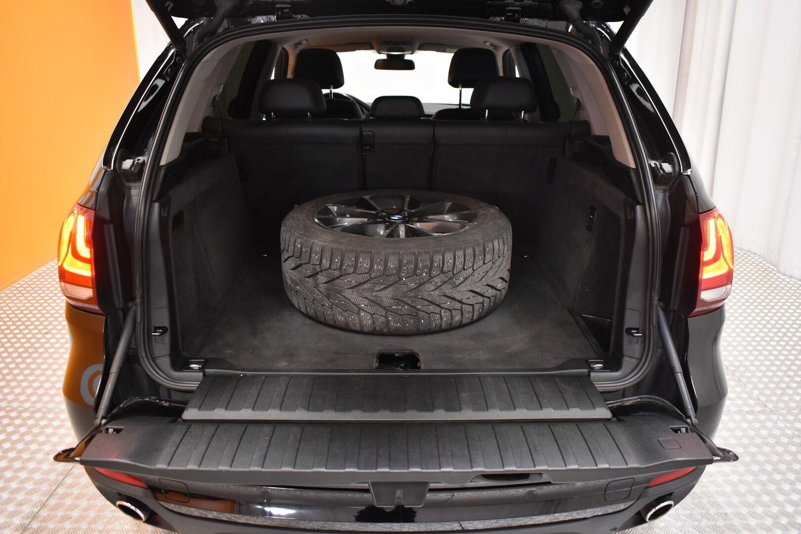 Musta Maastoauto, BMW X5 – LOH-812, kuva 28