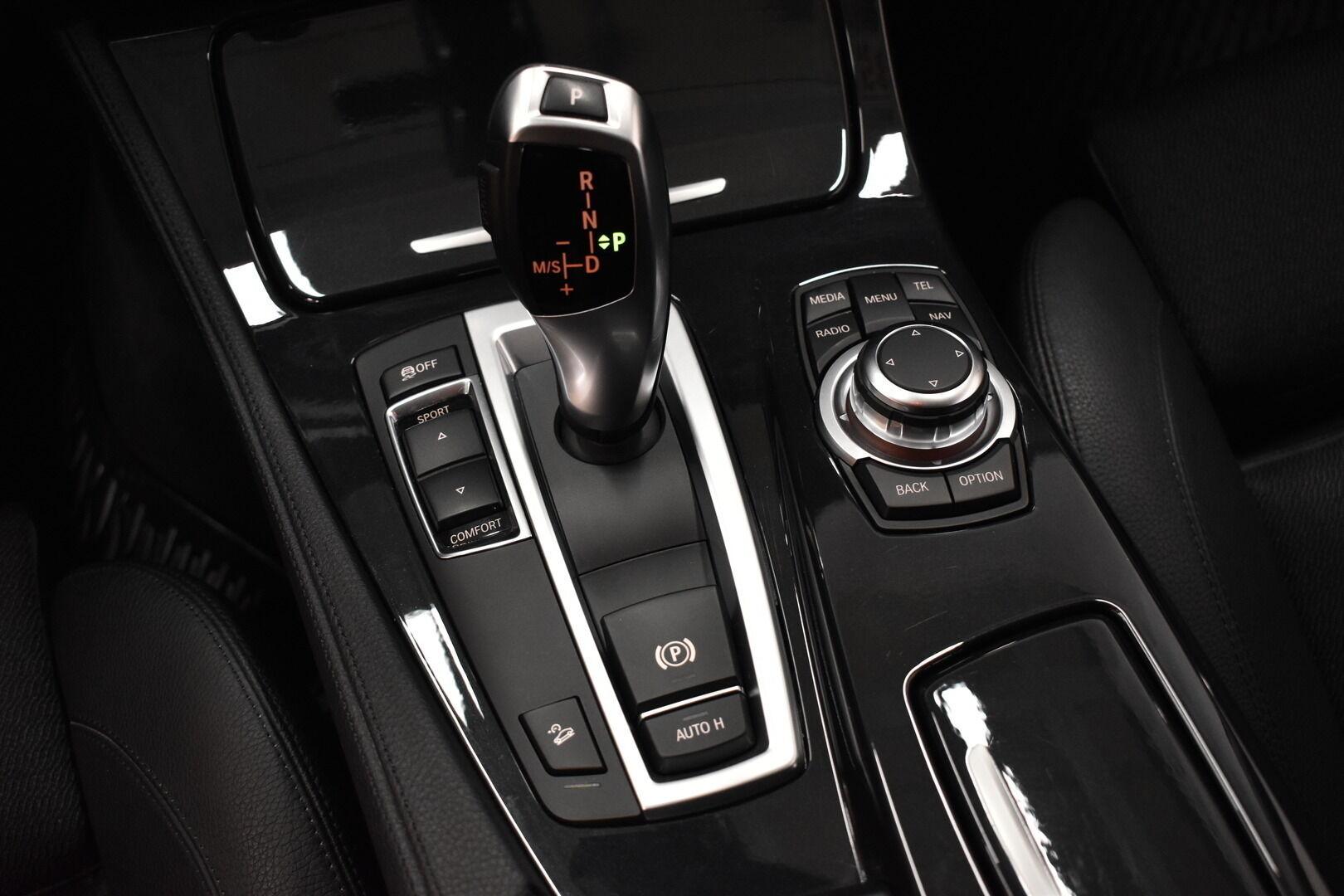 Musta Sedan, BMW 528 – POR-8128, kuva 17