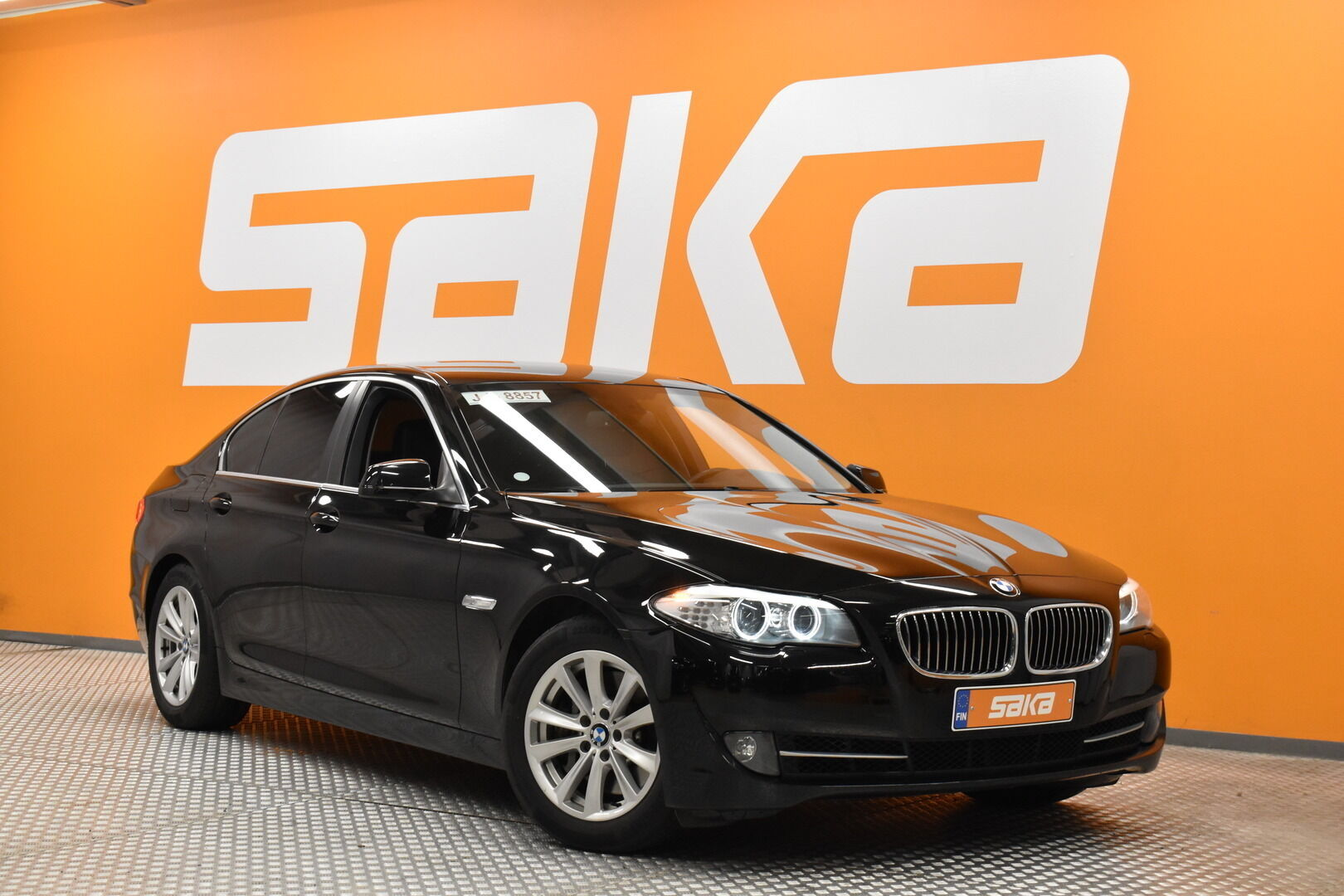 Musta Sedan, BMW 528 – POR-8128, kuva 1