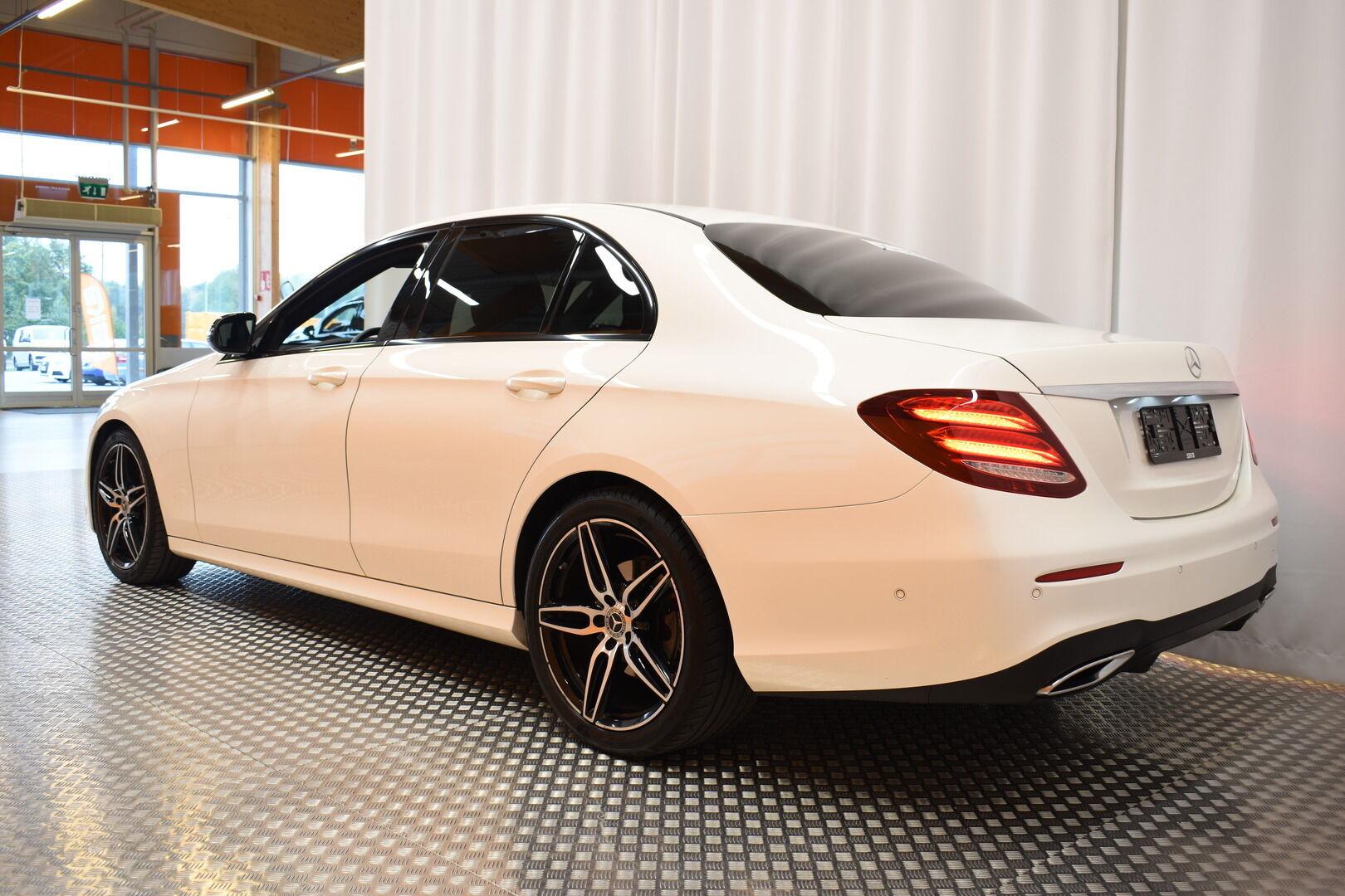 Valkoinen Sedan, Mercedes-Benz E – RAI-08473, kuva 5
