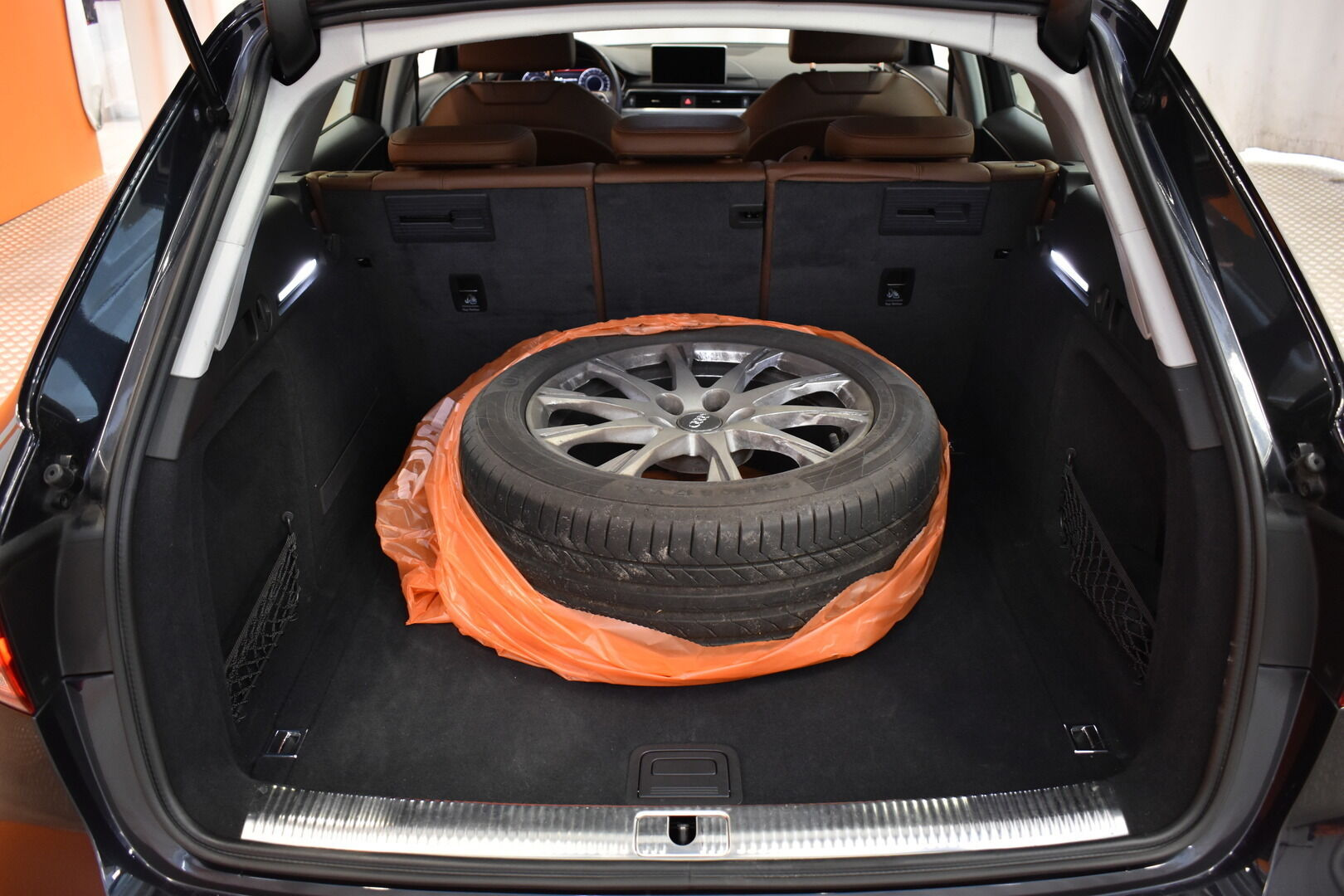 Sininen Farmari, Audi A4 – TAM-75465, kuva 21