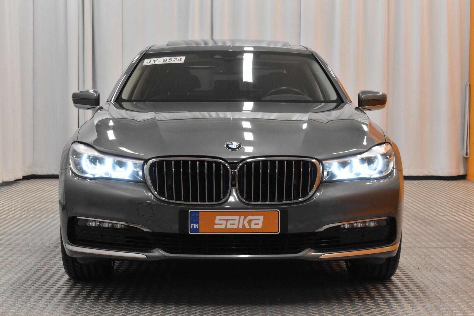 Harmaa Sedan, BMW 740 – VAN-96980, kuva 2