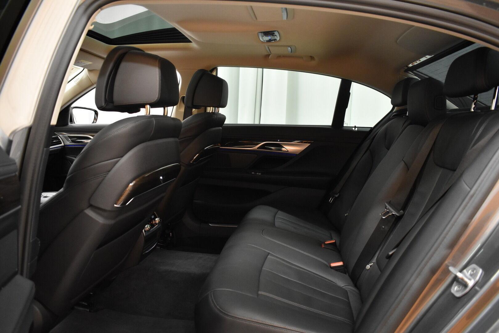 Harmaa Sedan, BMW 740 – VAN-96980, kuva 10