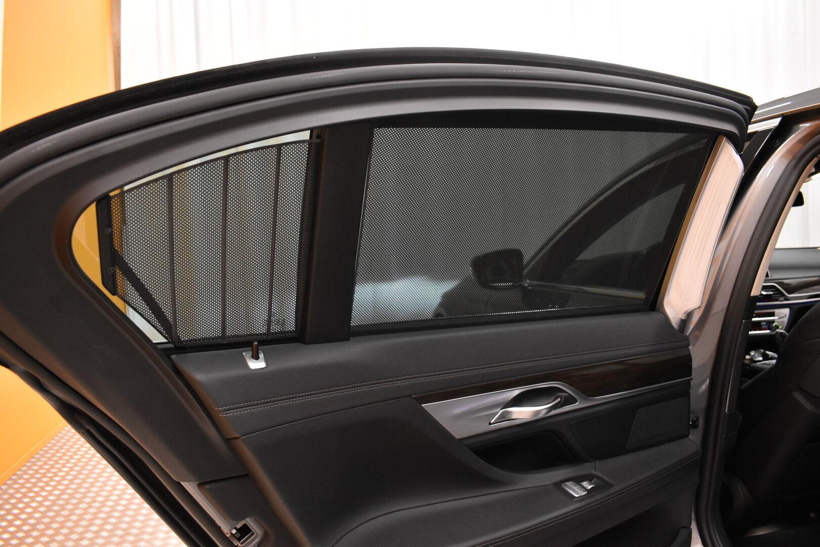Harmaa Sedan, BMW 740 – VAN-96980, kuva 13