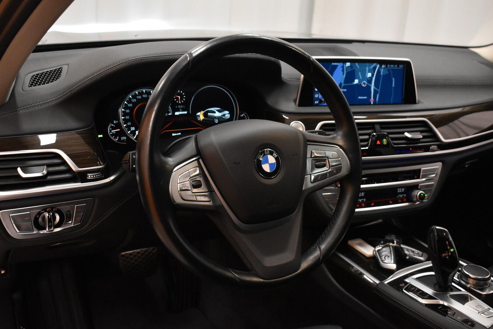 Harmaa Sedan, BMW 740 – VAN-96980, kuva 18