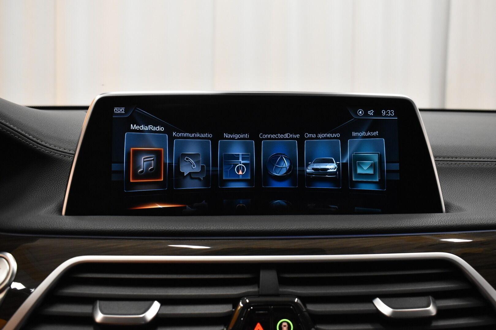 Harmaa Sedan, BMW 740 – VAN-96980, kuva 26