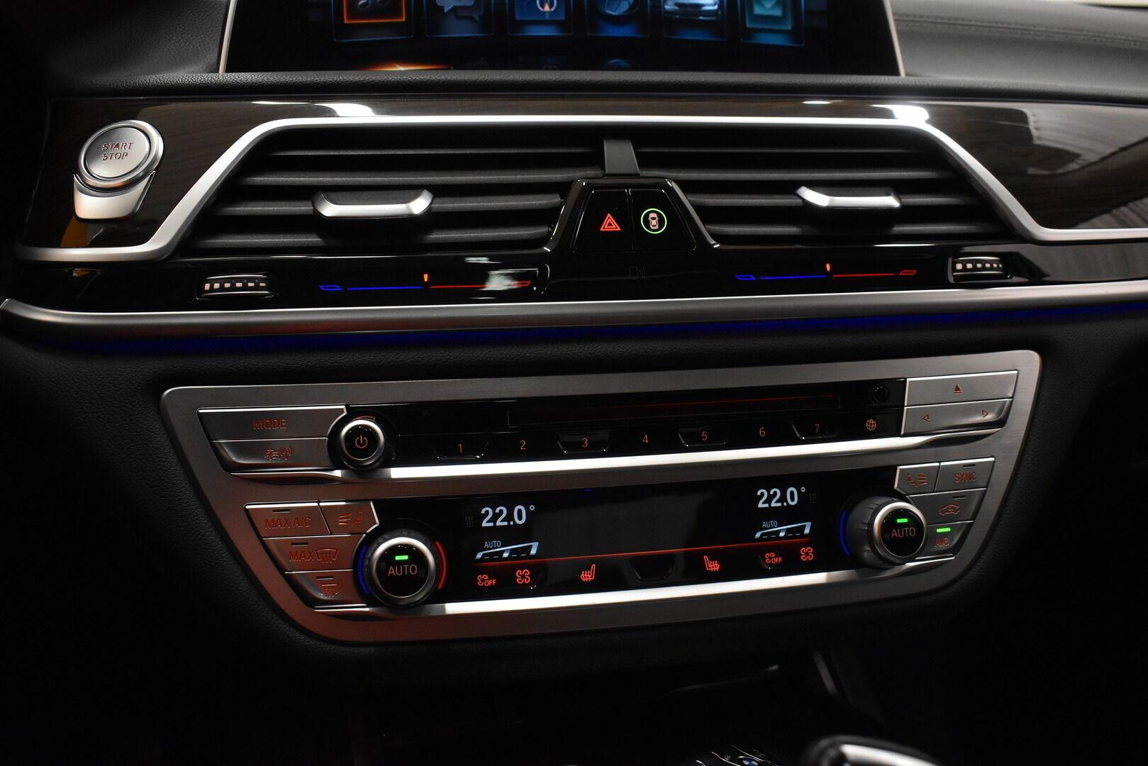 Harmaa Sedan, BMW 740 – VAN-96980, kuva 27