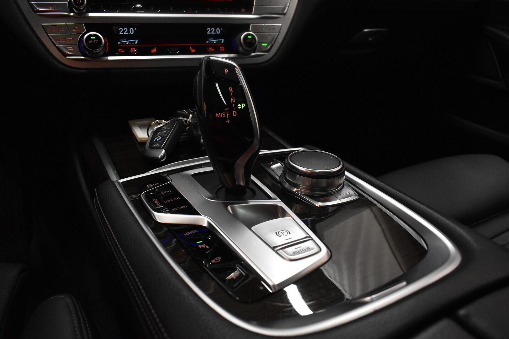 Harmaa Sedan, BMW 740 – VAN-96980, kuva 28